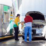 Para los empleados, los aumentos de los combustibles favorecen perspectivas de las negociaciones paritarias