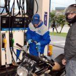 Expendedores se oponen a la prohibición de cargar nafta a motociclistas sin casco