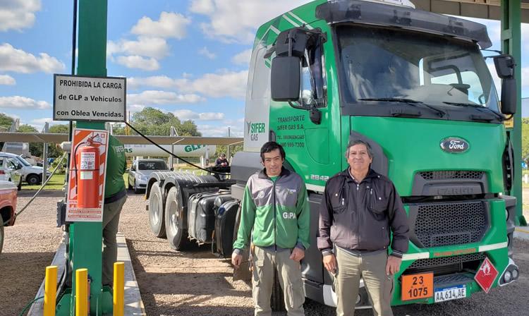 Un nuevo combustible para camiones podría reemplazar al gasoil y modificar la estructura de negocios de los estacioneros