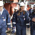 María Eugenia Vidal visitó la refinería de AXION energy en Campana