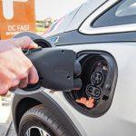Proyectan que en 2023 el vehículo eléctrico costará al público igual que el de combustión