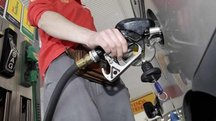 Congelamiento: Estacioneros controlarán precios y abastecimiento de combustibles