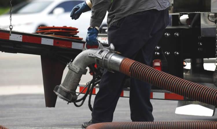 Estiman un perjuicio de 1,5 millón de pesos por mes por el descongelamiento de combustibles
