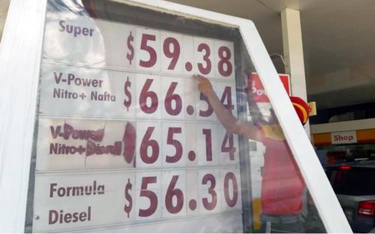 Los gobernadores comenzaron a negociar precios unificados de los combustibles en todo el país