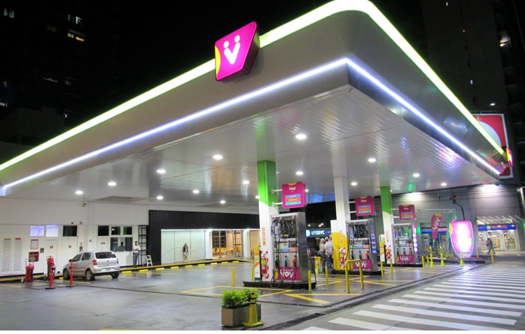 Rápida de reflejos: Por la baja del crudo una petrolera redujo los precios de sus combustibles