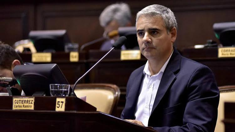 El oficialismo propone prohibir las Estaciones de Servicio de petroleras y les exige desprenderse de los inmuebles