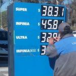 El Presidente de YPF dio a entender que podría haber subas de los combustibles