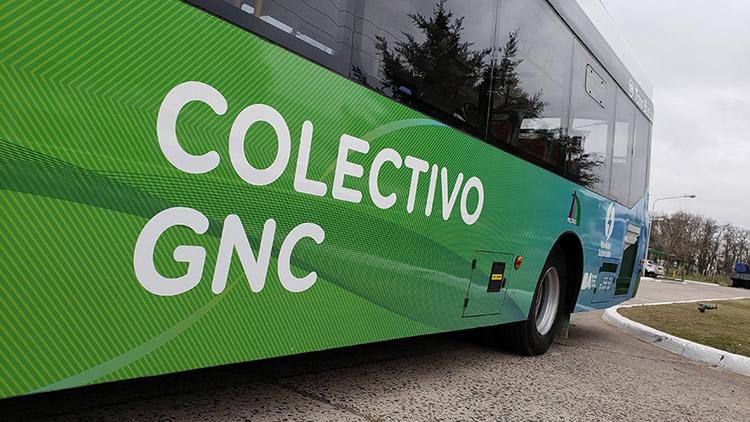 Firme convicción del Gobierno y empresarios por crear una red de recarga de vehículos pesados impulsados a gas