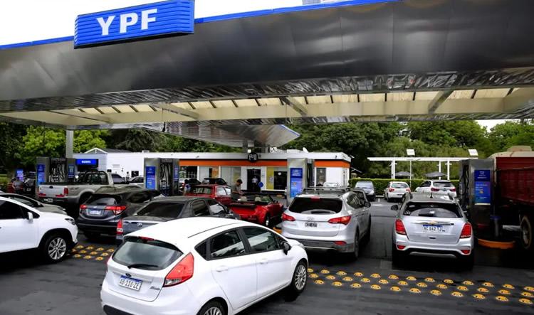 Temor de los estacioneros a que la obligación para que YPF sea la única proveedora del Estado se extienda a todo el país