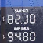 Tras los últimos aumentos, el precio de la nafta alcanzó su histórico comparativo con el dólar
