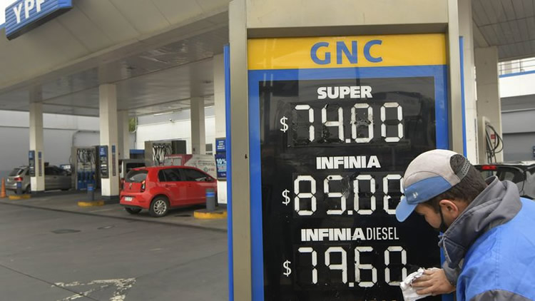 Aumentos de los combustibles: El Senado propone una mesa de debate con la participación de expendedores