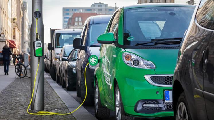 Vehículos eléctricos: Aseguran que sólo el 20 por ciento de las recargas se realizarán en Estaciones de Servicio