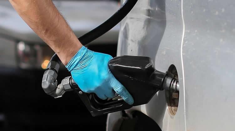 El proyecto de insalubridad por expendio de combustibles avanza en el Congreso