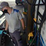 El gobierno volvió a postergar el aumento de los impuestos que gravan los combustibles