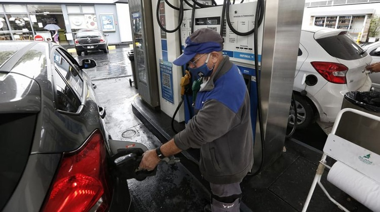 Crece el parque vehicular a nafta y cae la demanda de gasoleros