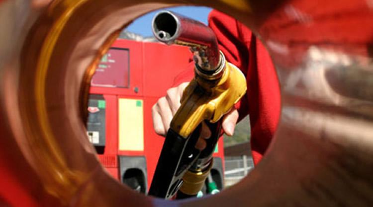 Advierten que la reducción del etanol en las naftas podría alterar su octanaje