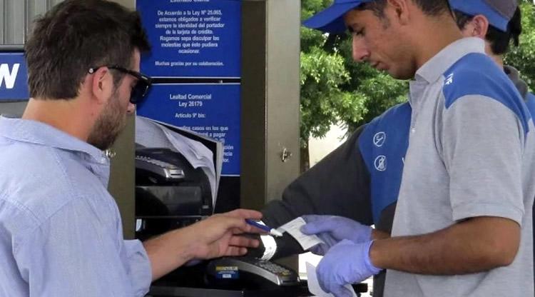 Mínimo para compras con tarjetas: Advierten a los estacioneros sobre el riego de multas de hasta 30 mil pesos